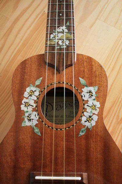 Ukubebe ukulele fleurs hawaiennes